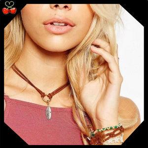 🍒 Boho Leather Leaf Necklace